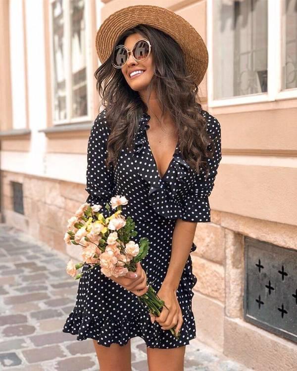 maya w groszki krótka elegancka czarna sukienka na co dzień