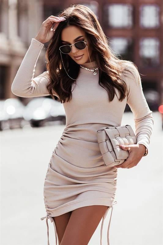 nastia krótka elegancka beżowa sukienka ołówkowa do pracy