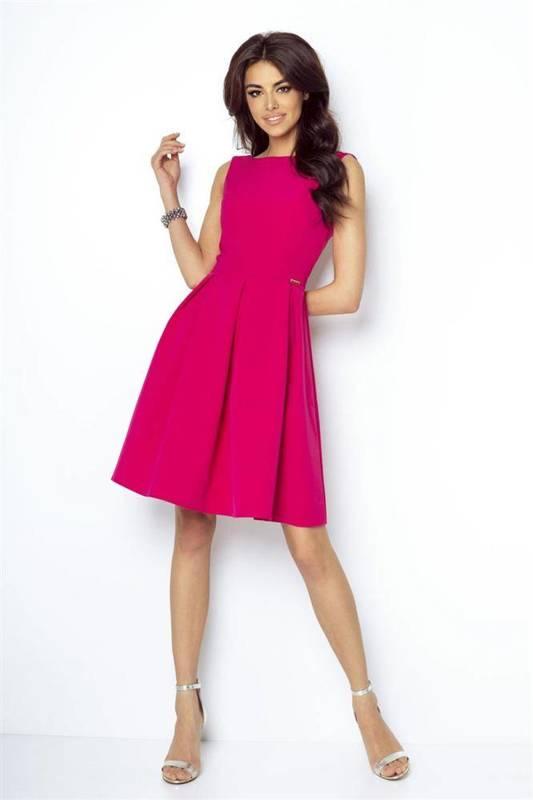 Rozkloszowana  tailor fuksja elegancka mini sukienka na sylwestra